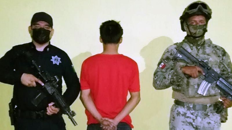 Cae menor armado en Ciudad Obregón; habría asaltado tienda de accesorios para telefonía