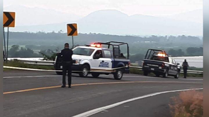 Terrible final: Maniatado y con impactos de bala, abandonan cuerpo a la orilla de la carretera