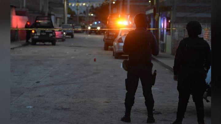 Por calles de Celaya, sujetos armados asesinan a balazos a Fernando al salir de su casa