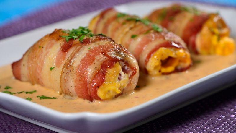 Deleita a tu familia con el sabor de este delicioso pollo envuelto tocineta y queso crema