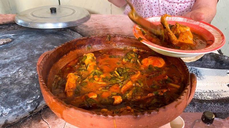 Disfruta de todo el sabor de la comida mexicana con este pollo en verdolagas y calabacín