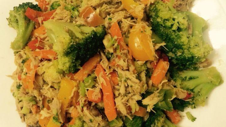 ¡Fácil, rápido y 'fitness'! Disfruta de este delicioso picadillo de pollo con brócoli