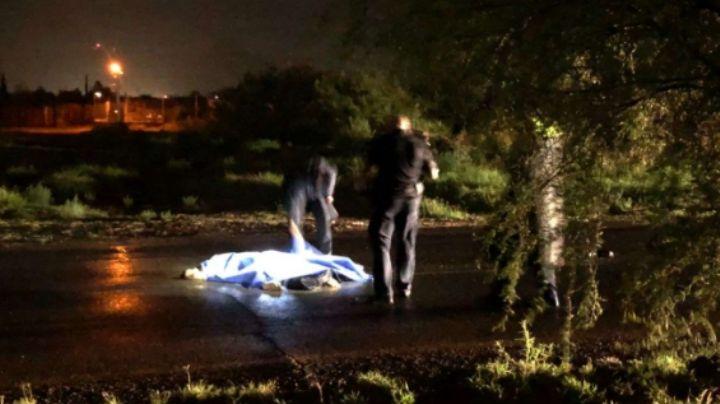 Accidente mortal: Conductor cae de su motocicleta y lo aplastan 5 vehículos pesados