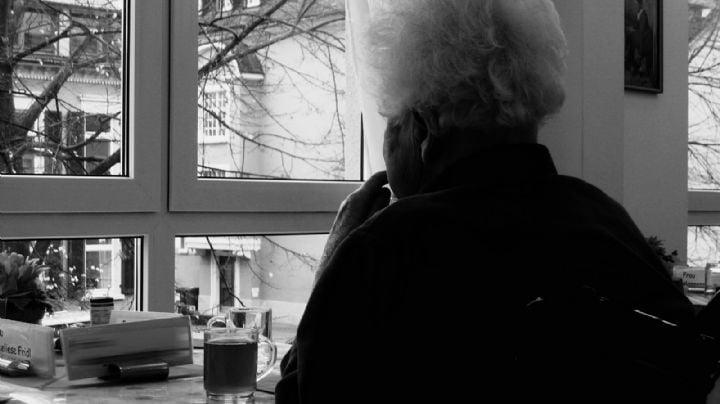 Atroz crimen: Captan en VIDEO a una mujer después de que mató con total brutalidad una 'abuelita'