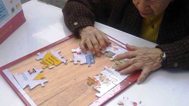 ¡Grandes noticias! Leer o resolver un rompecabezas retrasaría la aparición del Alzhéimer