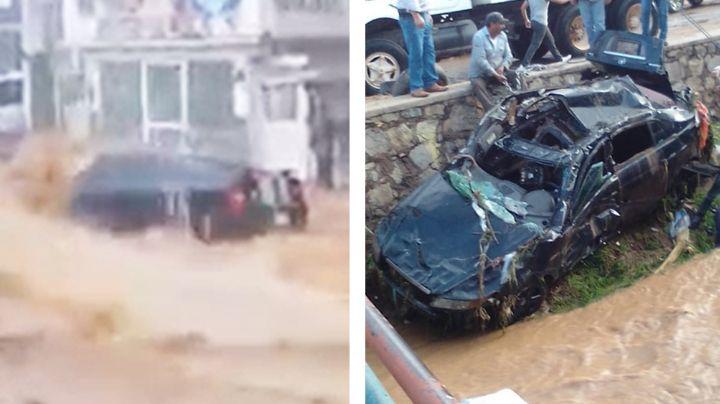 VIDEO: El trágico momento en que la corriente arrastra a mujer dentro de auto en Nogales