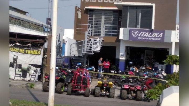 Miedo en Colima: Sin piedad alguna, gatilleros asesinan a un joven en taller de motocicletas