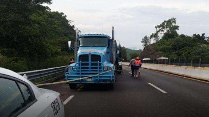 Brutal choque en autopista cobra la vida de una persona y deja 3 heridas