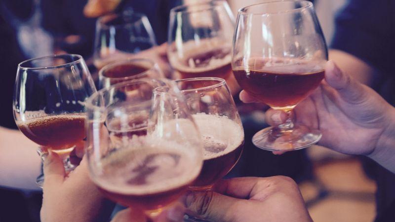 Tragedia: 11 personas mueren y 10 son hospitalizadas tras beber vino envenenado en un funeral