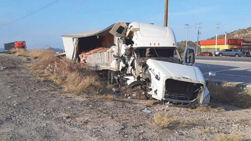 Aparatoso accidente carretero deja dos personas muertas a las afueras de Hermosillo