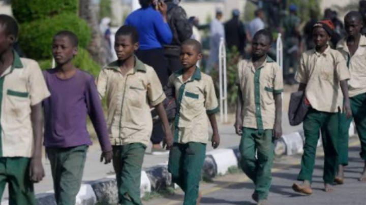 Secuestro masivo: Raptan a 140 estudiantes de secundaria en Nigeria durante la madrugada