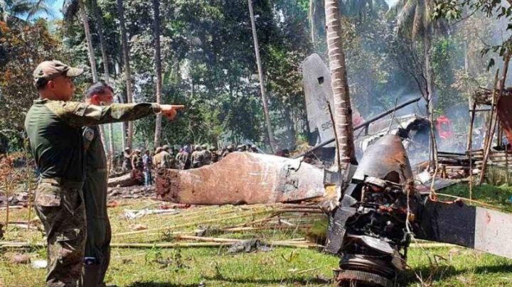 Suman 50 muertes tras uno de los peores accidentes aéreos militares en Filipinas