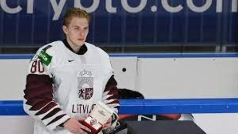 Hockey de EU, de luto: Muere Matiss Kivlenieks por un cohete que estalló en su pecho