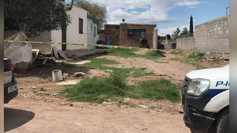 Dentro de una casa, mujer es encontrada con un balazo en la cabeza; habría sido ejecutada por su pareja