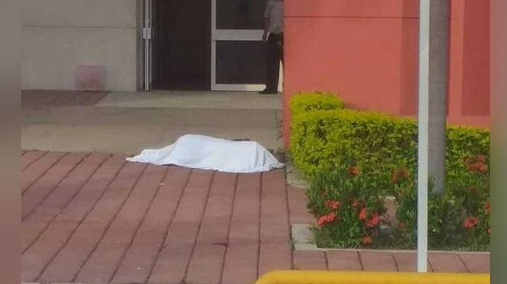 Al exterior de un hospital en Mazatlán, hallan el cadáver de un hombre; habría muerto al pedir ayuda
