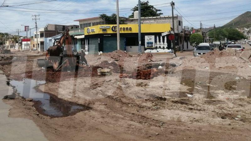 Obra inconclusa en la calle Yáñez causa afectaciones a comerciantes del centro de Guaymas
