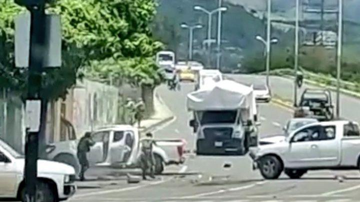 (VIDEO) ¡Terror! Grupo armado se enfrenta a GN en Tepic; balacera deja muertos y heridos