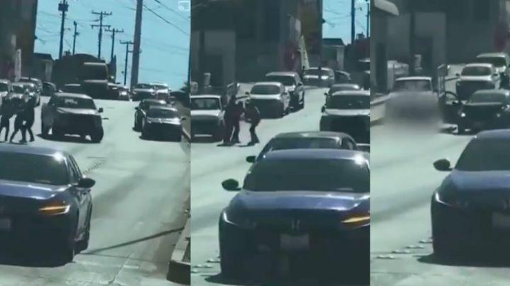 FUERTE VIDEO: A sangre fría, sicarios 'levantan' y matan a joven a media calle por deuda de drogas