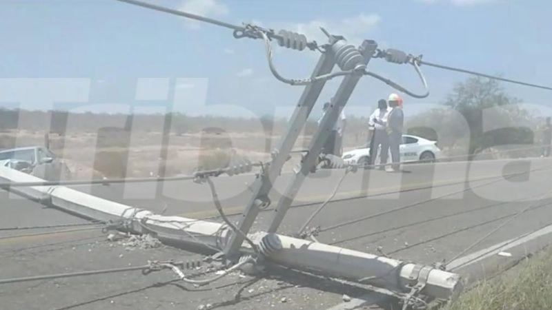 Aparatoso choque deja sin luz a gran parte de los vecinos de Guaymas Norte