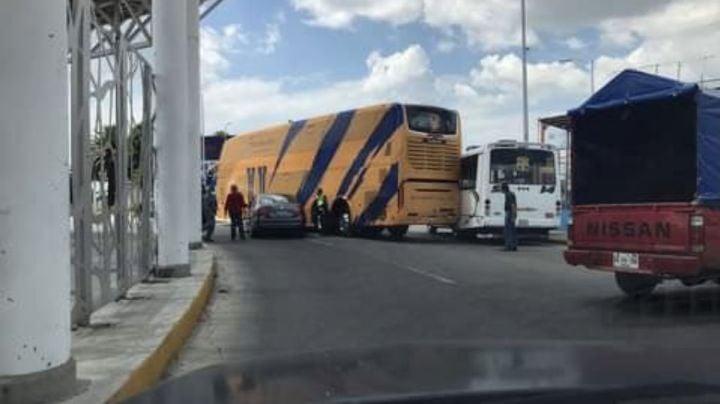 ¡Una limpia, por favor! Camión de los Tigres de la UANL choca en Puebla