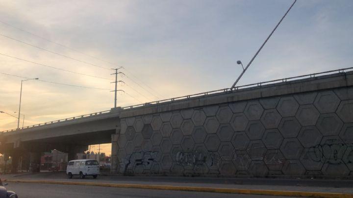 En la cima de un puente, muere Christian de 17 años; su motocicleta colisionó con un muro
