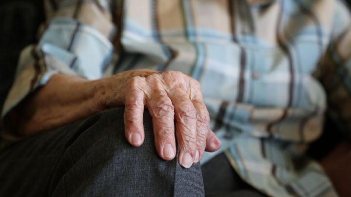 Impactante: Detienen a un hombre por ocultar el cuerpo de su 'abuelito' en el refrigerador