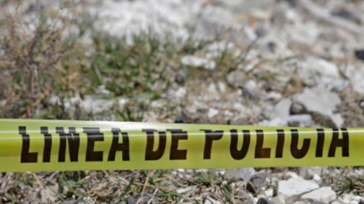Con heridas de violencia y un tiro en la cabeza, hallan a mujer tirada en un terreno baldío