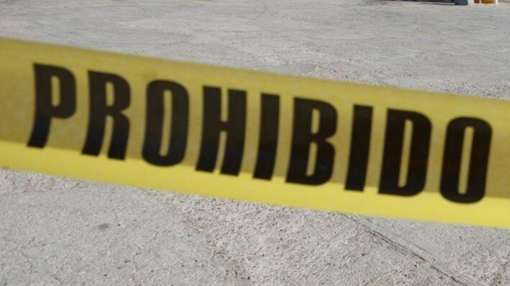 Tirado a media calle, cámaras de seguridad captan a hombre asesinado a balazos