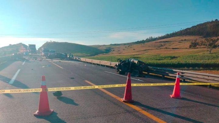 Brutal: Colisión de autos particulares en la México-Tuxpan deja víctimas mortales y heridos