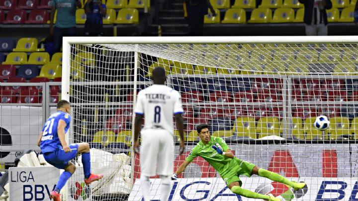 El Cruz Azul 'resbala' en el Azteca y se deja alcanzar en el marcador por el Monterrey
