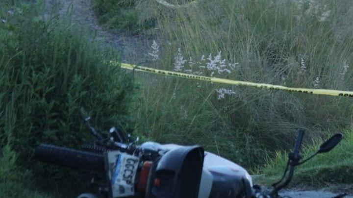 Hombre sale disparado de su motocicleta y muere en la autopista México-Puebla