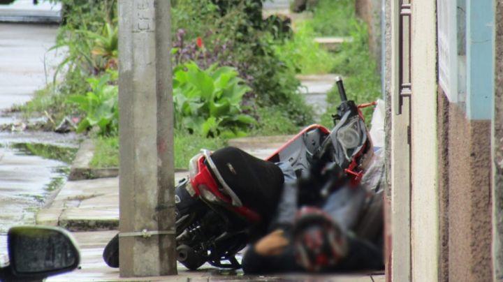 Pólvora en Michoacán: Hombres armados acribillan y matan a un motociclista
