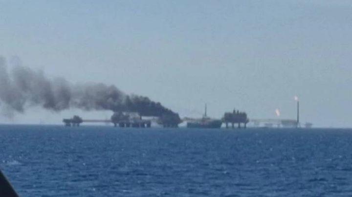 Explota planta de Pemex en Golfo de México; AMLO confirma una víctima mortal y desaparecidos