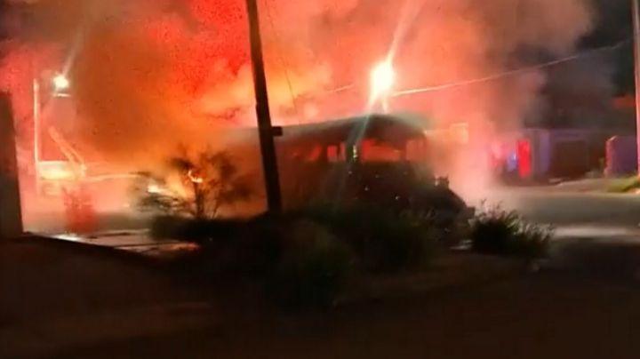¡De no creerse! En plena madrugada, camión de transporte arde en llamas en Ciudad Obregón