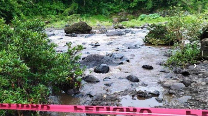 Sin ropa y atrapado entre piedras, así hallaron a un hombre sin vida en un río