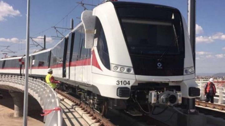VIDEO: ¡Brutal! En pleno transporte público, hombre comete 'acto suicida'; estaría drogado