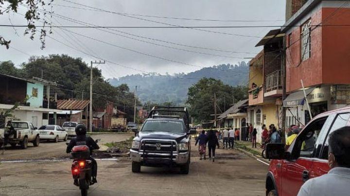 Desconocidos abren fuego en contra de joven que paseaba en plaza de Michoacán