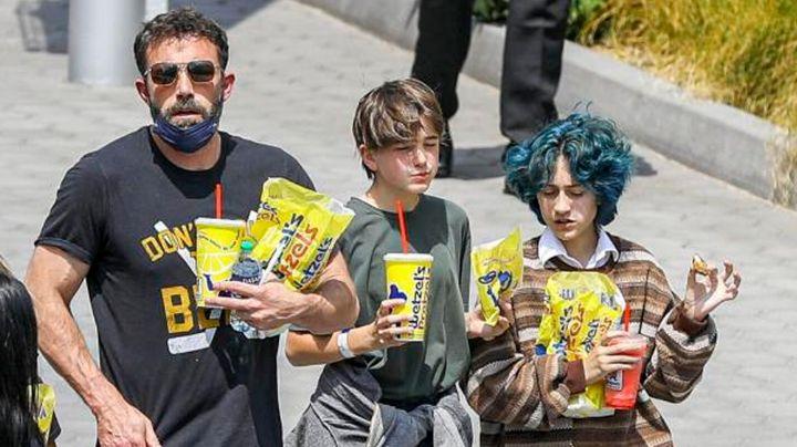"""Tunden a hija de Ben Affleck por """"vestirse como niño""""; la comparan con hija de Jennifer Lopez"""