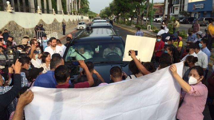 Maestros del CNTE liberan a AMLO luego de retenerlo por más de 2 horas; ¿por qué protestan?