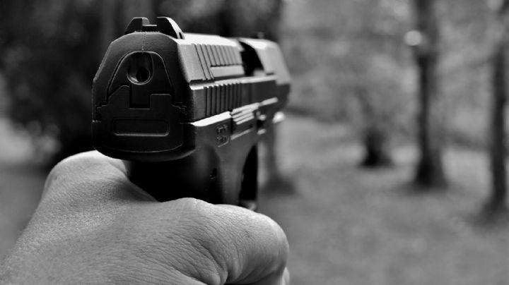 Dan caza humana a un gatillero tras fuerte tiroteo; se reportan tres víctimas fatales
