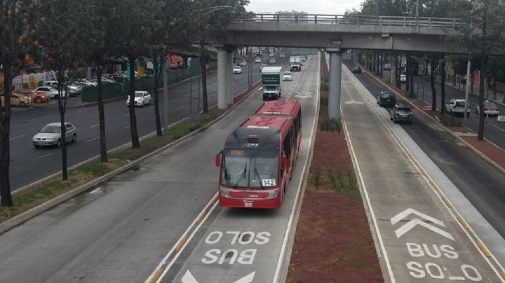 FUERTES IMÁGENES: Acribillan salvajemente a un joven en frente de una estación del Metrobús