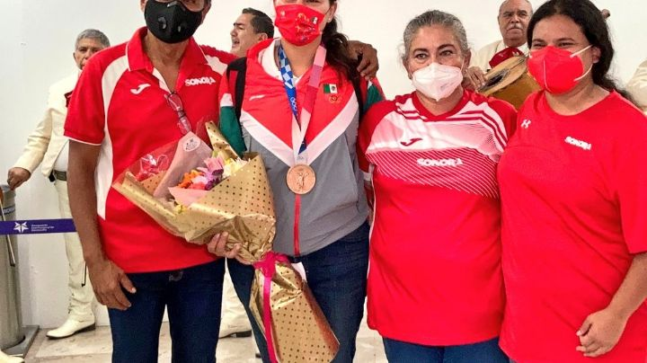 Con mariachi reciben a la medallista olímpica Alejandra Valencia en Hermosillo