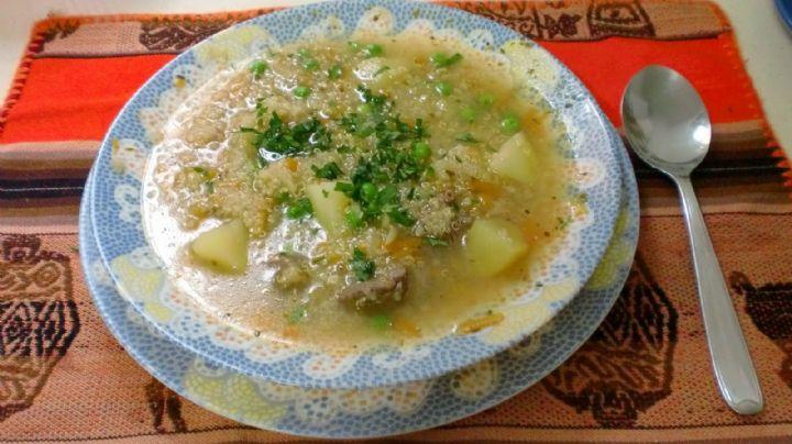 Goza de la temporada de lluvias con este magnífico caldo de pollo con quinoa; es saludable y delicioso