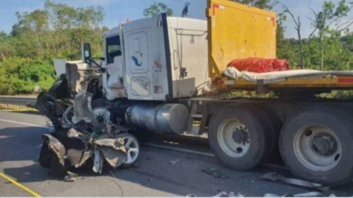 Niña sale proyectada y sus padres desfigurados tras chocar de frente con un camión