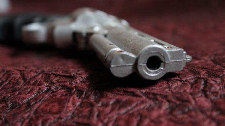 Abaten a balazos a una pareja en plena calle; abandonan sus cuerpos con un 'narcomensaje'
