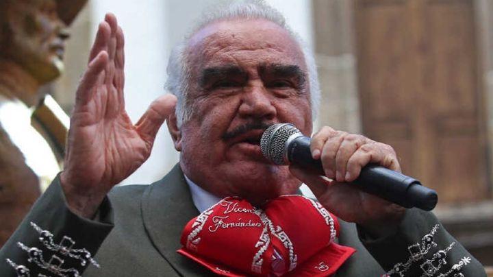 Actualizan estado de salud de Vicente Fernández; no puede comer ni mover los miembros