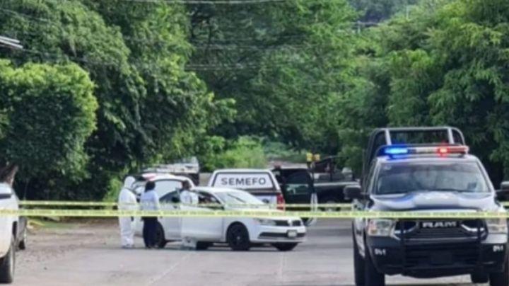 Asesinan a otro funcionario público en Apatzingan; lo acribillan a bordo de su auto