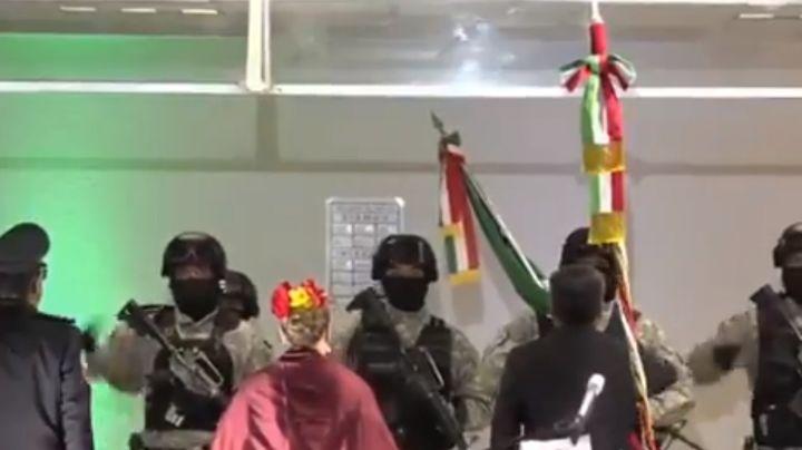 VIDEO: ¡De no creerse! En plena ceremonia del 'Grito' alcalde sufre vergonzoso accidente