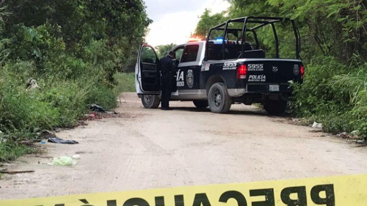 Tiran a hombre maniatado en camino de tierra; tenía impactos de bala
