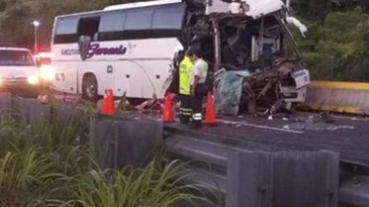 Fatal accidente vial provoca la muerte de 2 hombres en una autopista